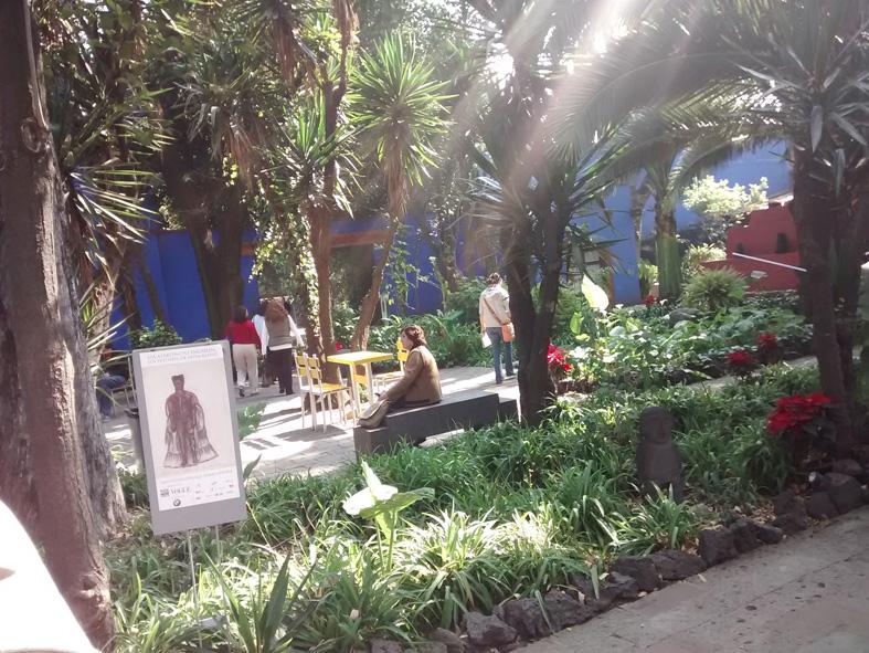 CLD2017-Frida_CasaAzul_patio1